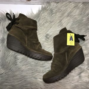 Fly London Yama wedge in color sludge NWT